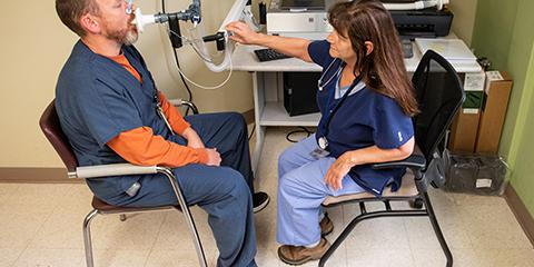 VA Pittsburgh respiratory therapists demonstrate how a pulmonary function test is given.